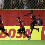 Com um a menos, Bahia toma virada do Vitória na semi na Copa do Nordeste