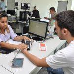 Eleitores baianos começam a fazer o recadastramento biométrico