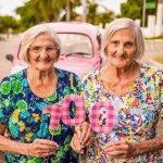 Gêmeas celebram aniversário de 100 anos com ensaio fotográfico.