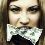 Mulher engole US$ 9 mil na Colômbia após descobrir traição de ex-marido.