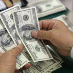 Dólar sobe com exterior, após cair 3,10% nas últimas seis sessões