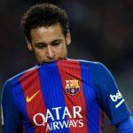 Neymar briga no vestiário do Barcelona e pode mexer com futuro do clube, afirma jornal catalão
