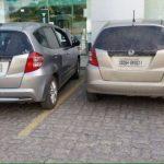 Motorista estaciona ao lado de 'clone' do próprio carro em vaga de banco no ES