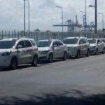 Veja: Taxistas transportam gratuitamente famílias de vítimas do acidente em Mar Grande