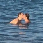 Reynaldo Gianecchini é flagrado aos beijos com outro homem