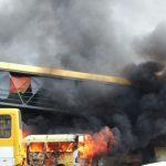 """""""Traficantes tocam fogo em Micro ônibus em São Cristovão"""" Dizem moradores"""