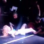 Vídeo: fã invade palco e derruba Joelma durante show em São Paulo
