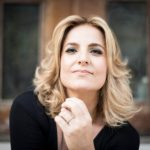 Lauro de Freitas: Ana Vilela e Isabella Taviani se apresentam no Armazém Hall nesta sexta