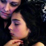 A mãe da jovem que se suicidou após estupro, divulga carta da filha