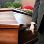 Homem esconde cadáver do próprio pai pra receber pensão
