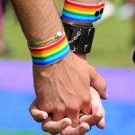"""Liminar determina tratar gays e lésbicas como doentes e possam fazer terapias de """"reversão sexual"""""""