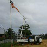 Campo de futebol em Areia Branca recebe melhorias na iluminação