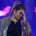 Cantora Marília Mendonça é agredida por fã durante show! Veja o video