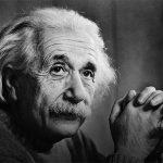 A Teoria da felicidade de Einstein aparece em notas manuscritas