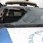 Homem enlouquece e mete pedra na viatura da Policia na Bahia