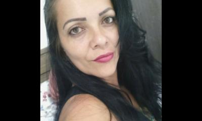 Mulher é morta a facadas e filha encontra corpo dentro de casa