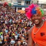 Bloco Barrela arrasta multidão no último dia de Lavagem do Caranguejo
