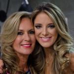 """Com 71 anos, mãe de Ticiane Pinheiro posa de biquini e choca os fãs """"Parecem irmãs"""""""