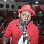 POLÊMICA: Onde diz na Bíblia que eu não posso cantar samba?, questiona intérprete de escola