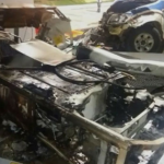 Viatura da policia bate em posto de gasolina e pega fogo