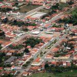 Ex-prefeito é denunciado por construir unidade de saúde em condomínio