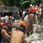 Desabamento de prédio em Salvador com 2 mortos, mãe e bebê continuam soterradas