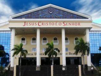 Desempregada doa toda rescisão à Igreja Universal