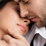 Mulheres são movidas a carinho. Por que é tão difícil para homens entender?