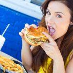 Mulheres que comem fast food podem ter dificuldades pra engravidar