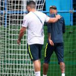 Esporte: Neymar deixa treino com dores no pé operado