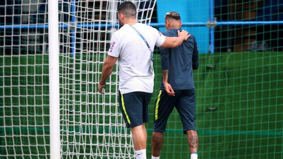 Neymar deixa treino
