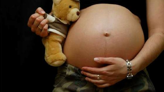 Pai engravida filha de 14 anos e ela posta foto