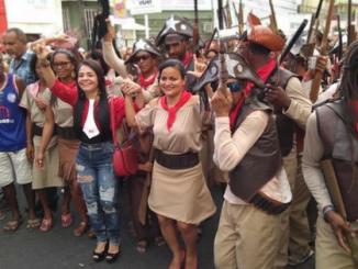 Débora Regis prestigia o desfile dos Cangaceiros de Ipitanga