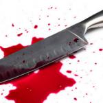 Mulher corta pênis do marido ao flagrar ele com outro homem na cama