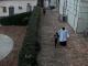 Homem é flagrado abusando de criança em banheiro de igreja