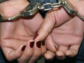 Mãe é presa suspeita de cegar três filhos