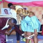 Pastor pede para mulheres tirar a calcinha para o 'Espírito Santo entrar nelas'