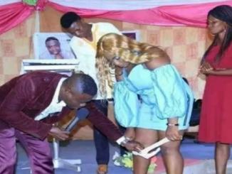 Pastor pede para mulheres tirar a calcinha