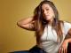 Anitta deixa bumbum à mostra em biquíni