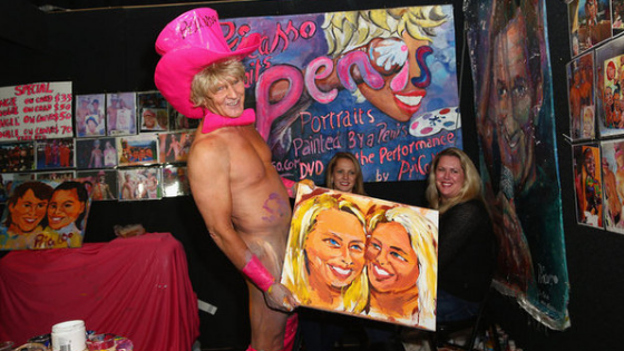 O artista que usa o pênis como pincel