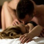 Fazer sexo 3 a 4 vezes na semana ajuda a expelir pedras nos rins