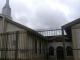 Jovem endemoniado invade igreja e esfaqueia fiéis durante culto