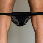 Saiba porque alguns homens gostam de usar calcinhas