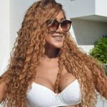 Irmã de Léo Santana posta foto só de biquini e deixa a web doida