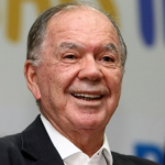 De olho na prefeitura de Lauro de Freitas, Leão reúne grupo político