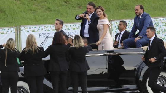 Homem esfrega o pênis em adolescente durante posse de Bolsonaro