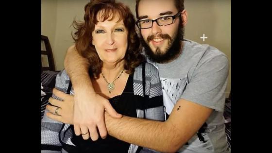 Mulher de 72 anos se casa com garoto de 19 anos