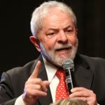 Bolsonaro não cuida nem do filho e quer cuidar de país alheio, diz Lula