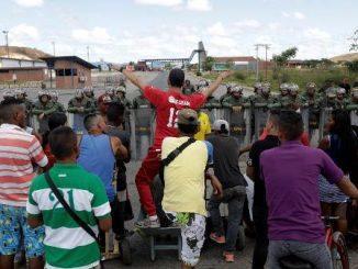 Ambulâncias venezuelanas entram no Brasil levando 5 feridos