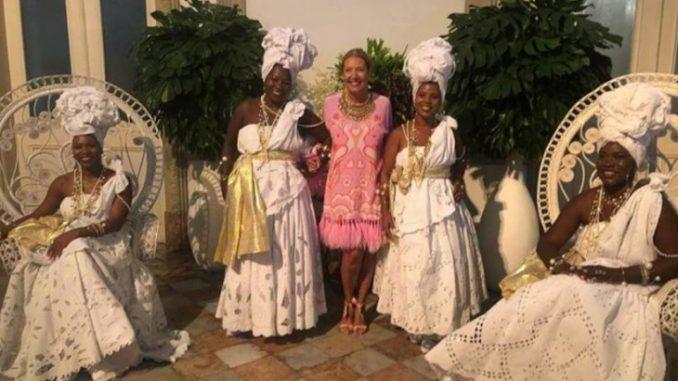 Socialite milionária faz festa com negras fantasiadas de escravas